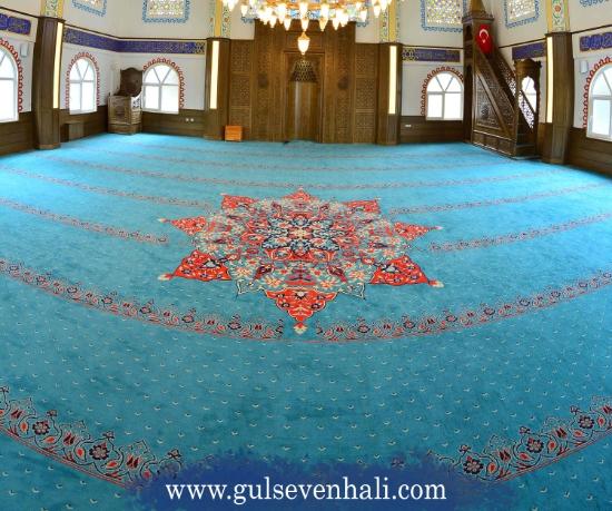 Cami halıları camilerimizi boydan boya saran, camilerimizin ambiyansına ambiyans katan, Müslümanlara ibadet esnasında konfor sunan