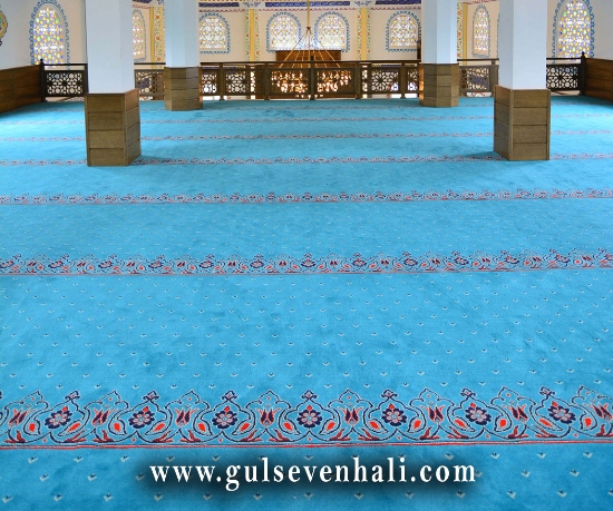 Bunların ilki genel olarak küçük tarz camilerde çok sıkı tercih edilen cemaate kolaylık sağlayan saflı cami halısı modelidir.